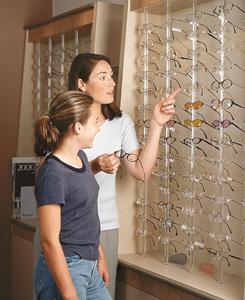 Choosing children's glasses. Credits: AAO